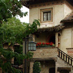 Grazzano Visconti, visita guidata al borgo medievale, i borghi più belli d'Italia