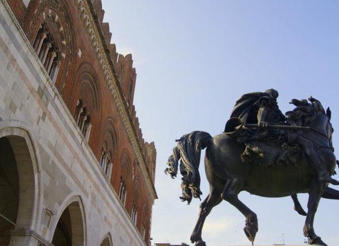 Cavalli del Mochi, Piazza Cavalli Piacenza, visita guidata